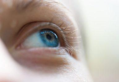 Отслоение сетчатки глаза: симптомы и методы лечения