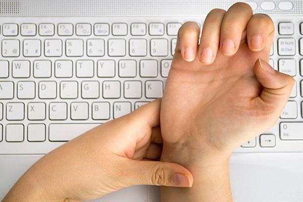 Синдром запястного канала - заболевание, вызванное работой на компьютере